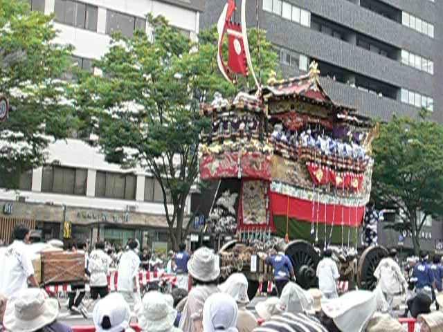 日本三大勅祭>葵祭、岩清水祭、...